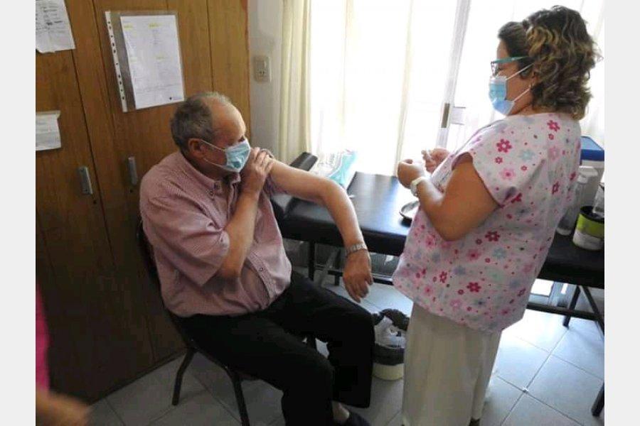 El Hospital Centenario realizó la vacunación del 90% de las instituciones geriátricas del departamento Gualeguaychú