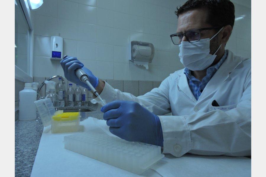 El laboratorio del Hospital Bicentenario comenzó a procesar las muestras de Covid